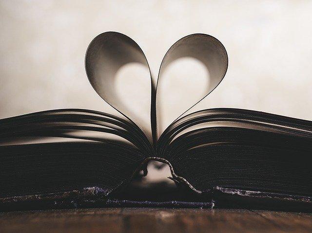 srdce z listů knihy.jpg