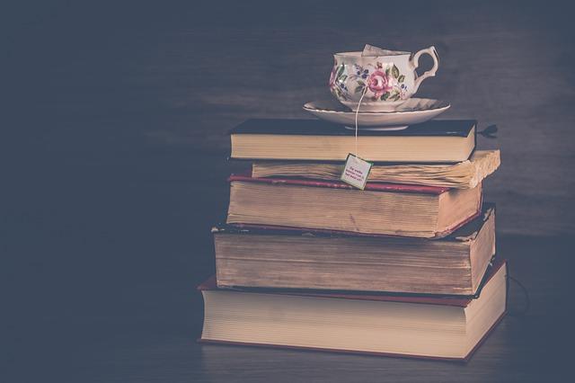 čaj na knihách.jpg